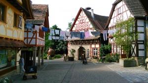 die ruhige Dorfstraße