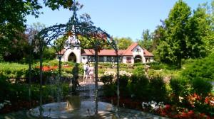 Wasserspiele - im Hintergrund die Hochzeit