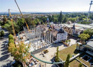 """Die Luftaufnahme zeigt den Umfang der Baustelle für das """"Project V"""" im Deutschen Themenbereich des Europa-Park"""