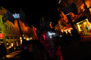 Western Street bei Nacht - Quelle: Movie Park Germany